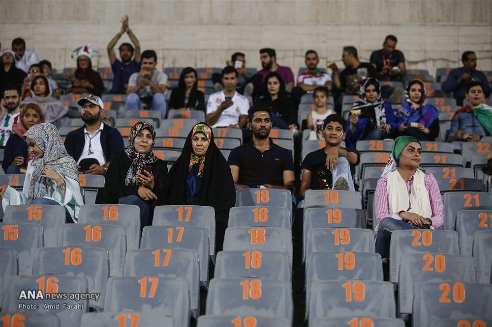 ✅ تصاویری از حضور مردان و زنان ایرانی در استادیوم آزادی در روز بازی ایران و اسپانیا