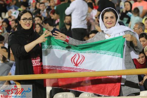 📸 عکس هایی از حضور بانوان در ورزشگاه آزادی/ بازی ایران و کامبوج